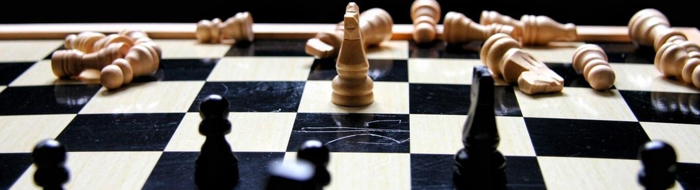 Schachfiguren Gewinner und Verlierer